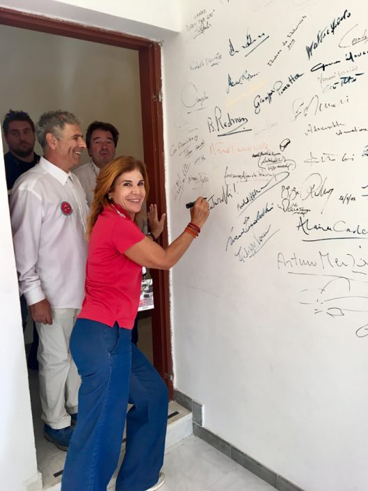 Prisca firma il Muro dei Campione al Museo Vincenzo Florio di Cerda